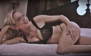 Sydjie nuru massage in Albany California