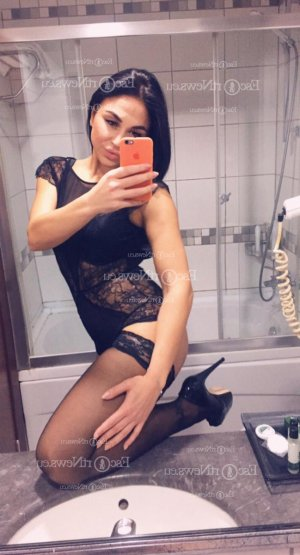 Elouanne tantra massage in Williston ND