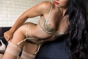 Lilie-rose tantra massage in Rome
